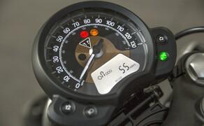 Triumph Bonneville Bobber 2017 Bild 6 Die über das Instrumentenmenü abschaltbare Traktionskontrolle erhöht das Sicherheitslevel und die Kontrolle.