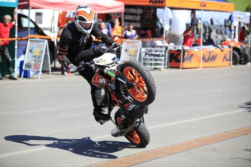 Motorrad Bild: KTM Days 2012 - Rok Bagoros Stuntshow