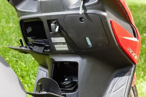 Motorrad Bild: Kymco G-Dink 300i Action