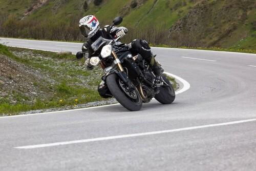 http://www.motorrad-bilder.at/slideshows/291/009689/triumph-speed-triple-ischgl-2013-2.jpg