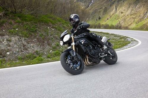 http://www.motorrad-bilder.at/slideshows/291/009689/triumph-speed-triple-ischgl-2013-6.jpg