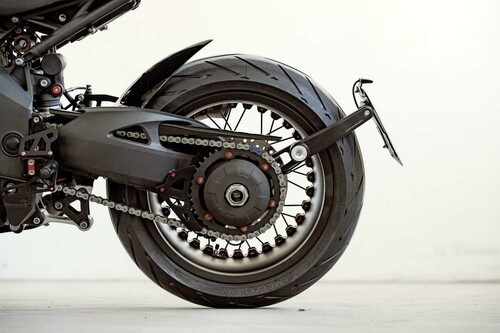 http://www.motorrad-bilder.at/slideshows/291/009716/triumph-fleur-du-mal-glemseck-9.jpg