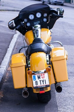 http://www.motorrad-bilder.at/slideshows/291/009819/harley_davidson_street_glide_2013_26.jpg