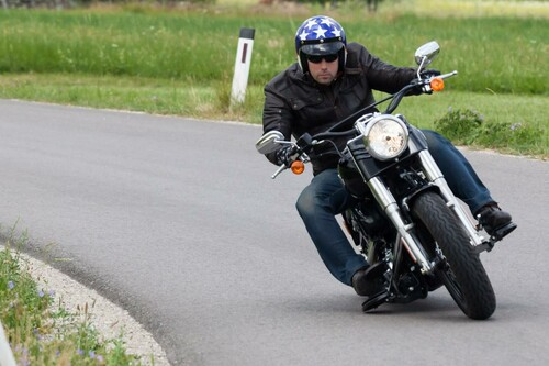 http://www.motorrad-bilder.at/slideshows/291/009820/harley_davidson_breakout_2013_33.jpg