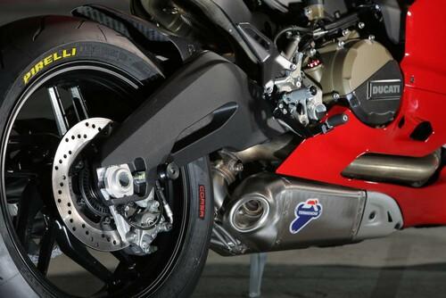 http://www.motorrad-bilder.at/slideshows/291/010249/DiabloRossoCorsa.jpg