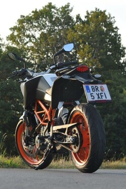 http://www.motorrad-bilder.at/slideshows/291/009820/harley_davidson_breakout_2013_33.jpg