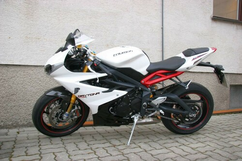 http://www.motorrad-bilder.at/thumbs/500x375/slideshows/291/010891/triumph-daytona-675r-dauertester-23.jpg?new