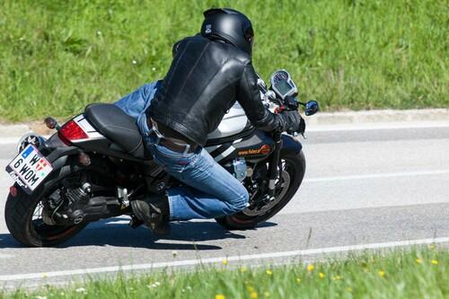 http://www.motorrad-bilder.at/thumbs/500x375/slideshows/291/010965/bmw-rninet-guzzi-griso-2014-93.jpg