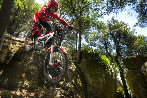 http://www.motorrad-bilder.at/thumbs/500x375/slideshows/291/011340/montesa_cota_4rt_2.jpg?new