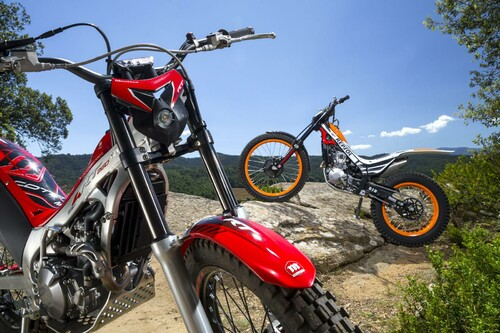 http://www.motorrad-bilder.at/thumbs/500x375/slideshows/291/011340/montesa_cota_4rt_9.jpg?new