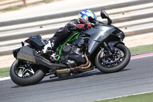 Kawasaki Ninja H2 und H2 R Test in Katar Foto