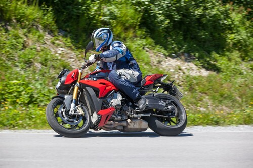 Power-Naked Bike Test in den Alpen 2015 Foto
