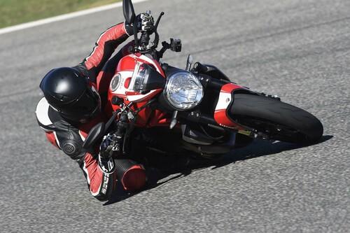 Ducati Monster 1200 R Test Ascari Foto