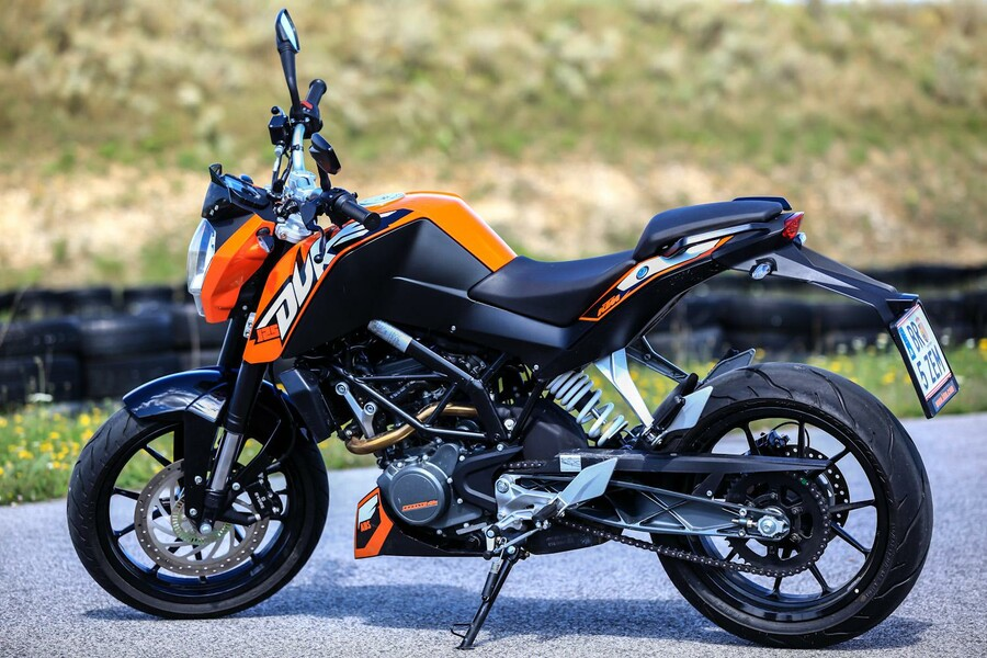 ktm 125 duke stills details. Black Bedroom Furniture Sets. Home Design Ideas