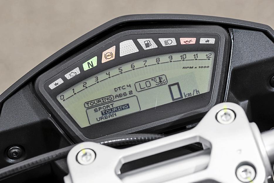 Die Armaturen der Ducati Hypermotard