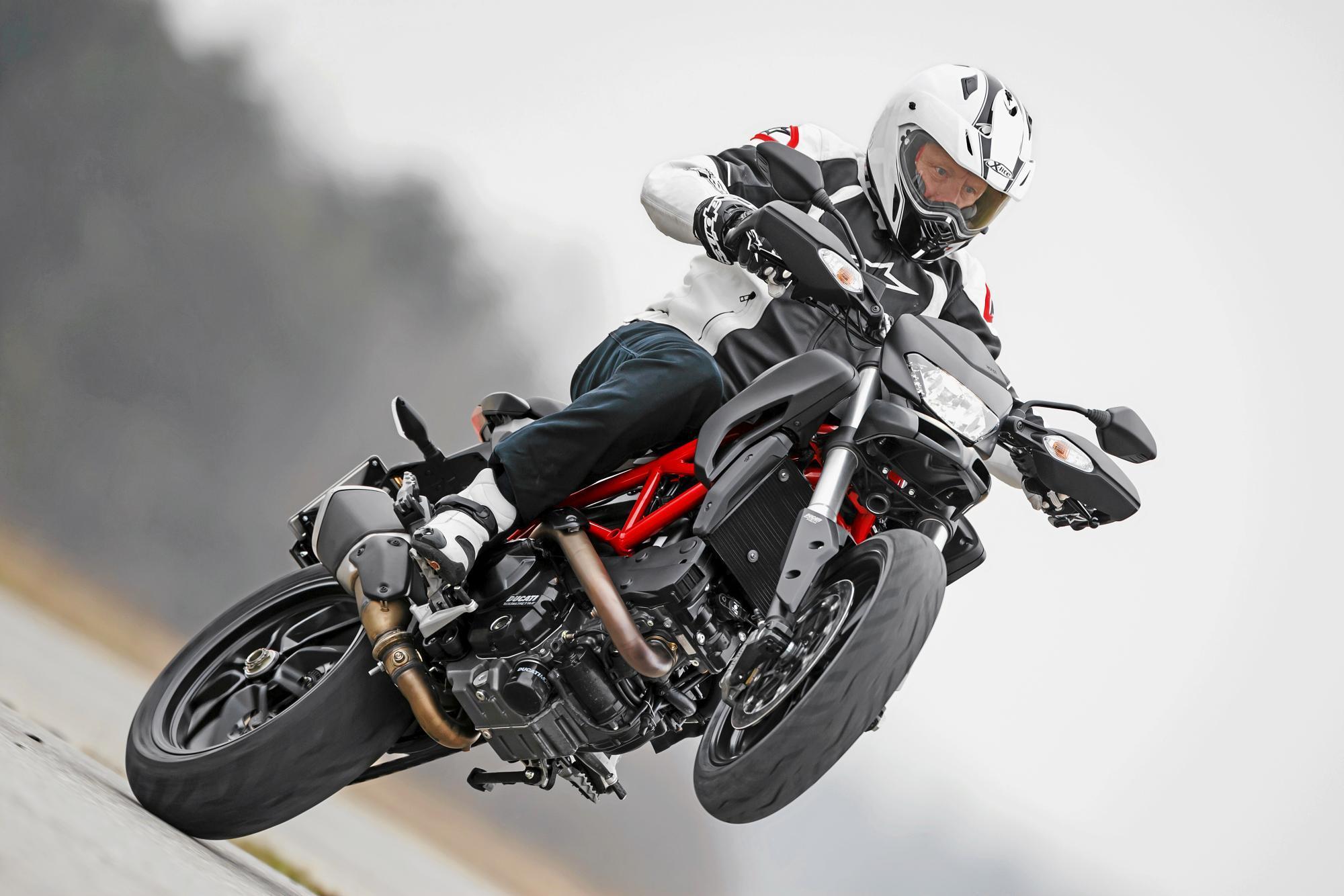 Die neue Ducati Hypermotard eignet sich bestens für Wheelies