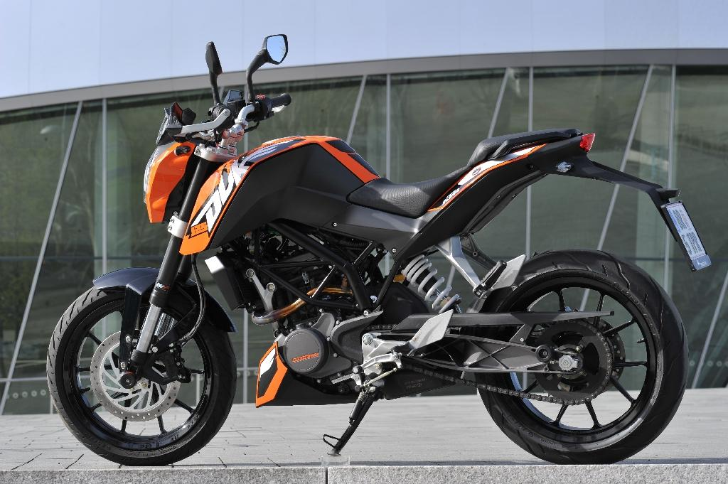 ktm duke 125 motorrad fotos motorrad bilder. Black Bedroom Furniture Sets. Home Design Ideas