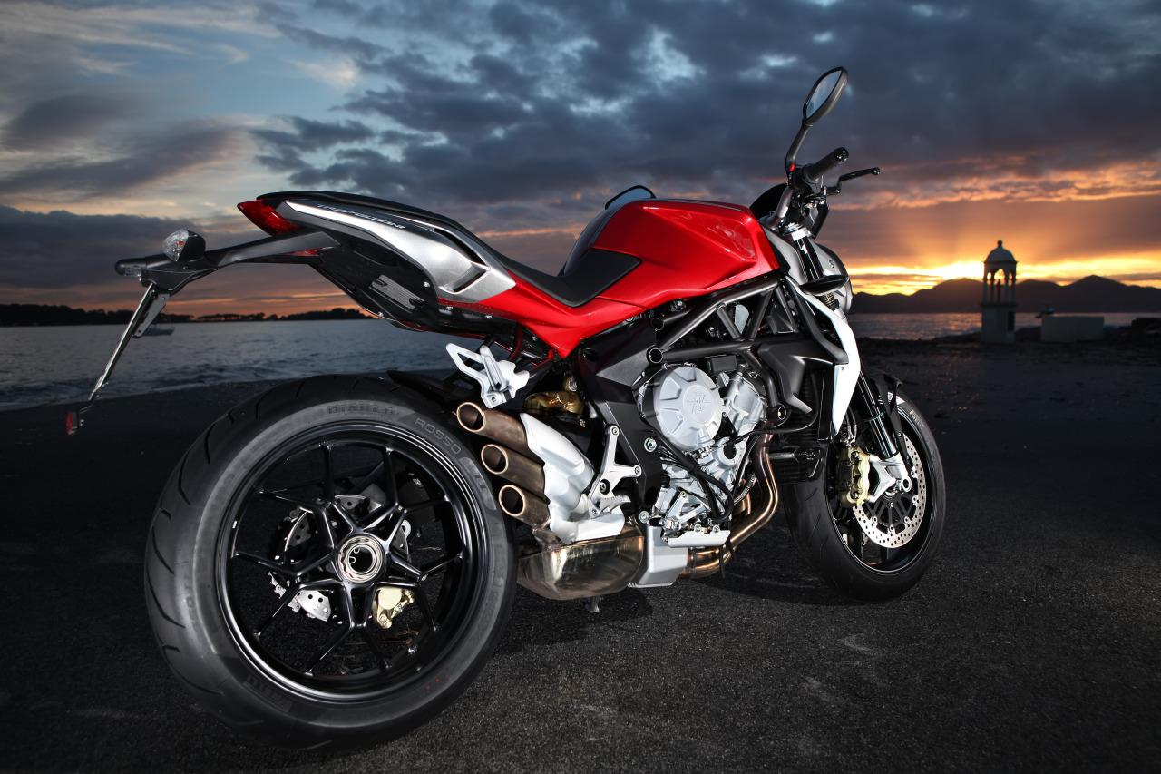 mv agusta brutale 800 test in cannes motorrad fotos. Black Bedroom Furniture Sets. Home Design Ideas