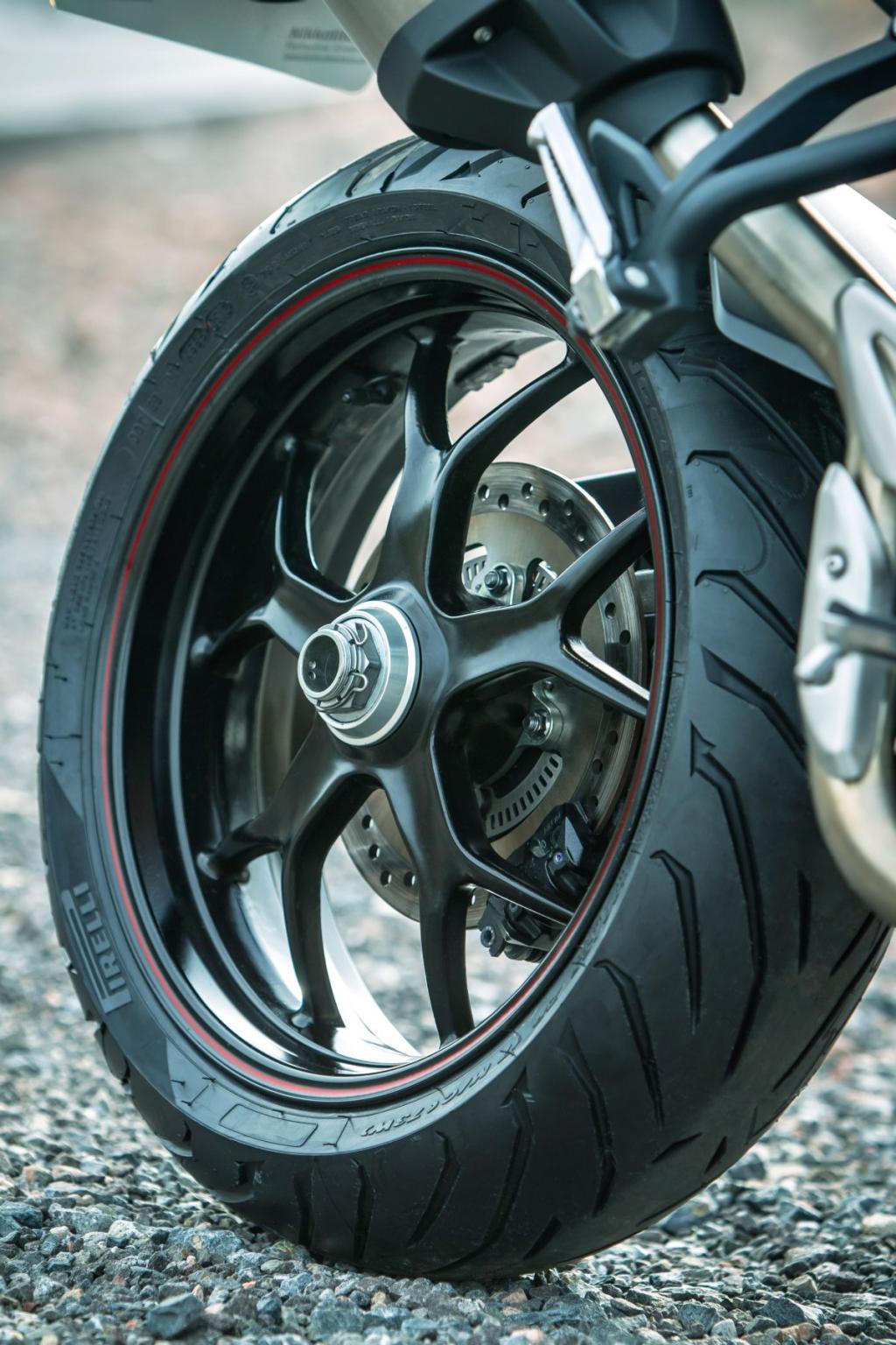 http://www.motorrad-bilder.at/slideshows/291/008935/1.jpg