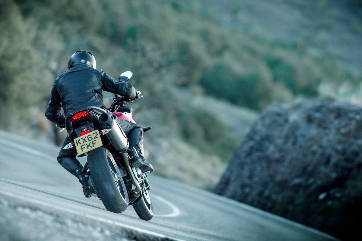 http://www.motorrad-bilder.at/slideshows/291/008935/5.jpg