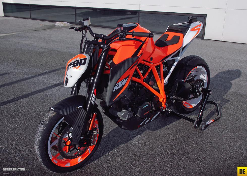 http://www.motorrad-bilder.at/slideshows/291/008993/ktm_superduke_1290_05.jpg