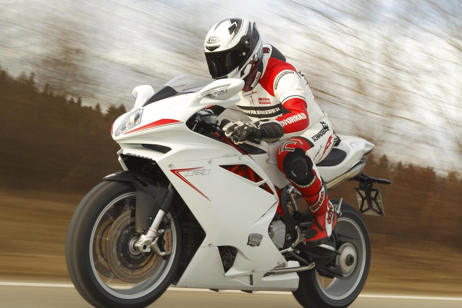 http://www.motorrad-bilder.at/slideshows/291/009267/mv-agusta-f4-010.jpg