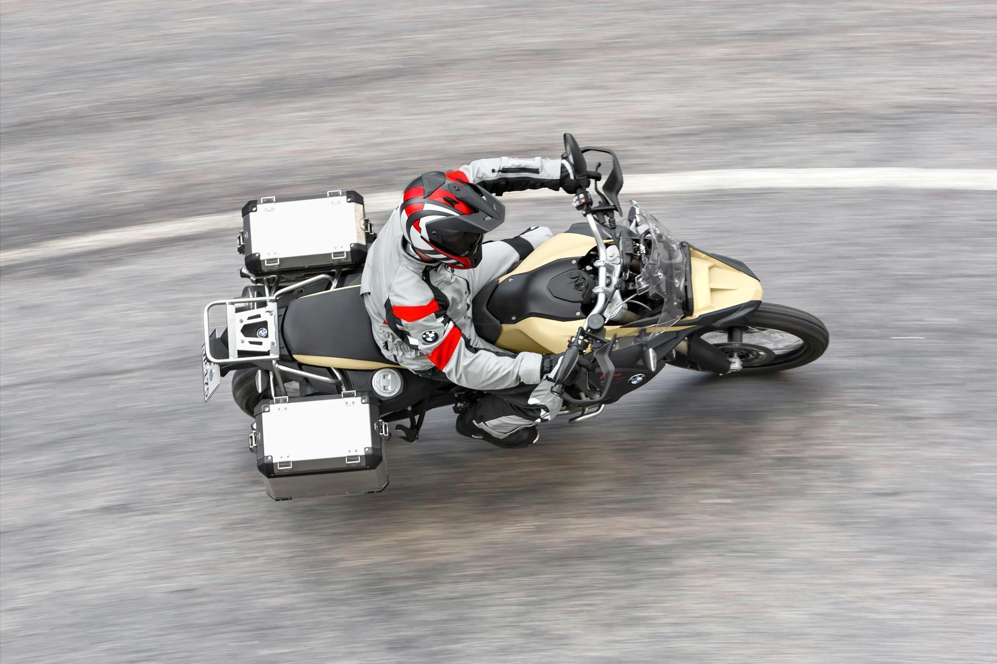 http://www.motorrad-bilder.at/slideshows/291/009407/81.jpg