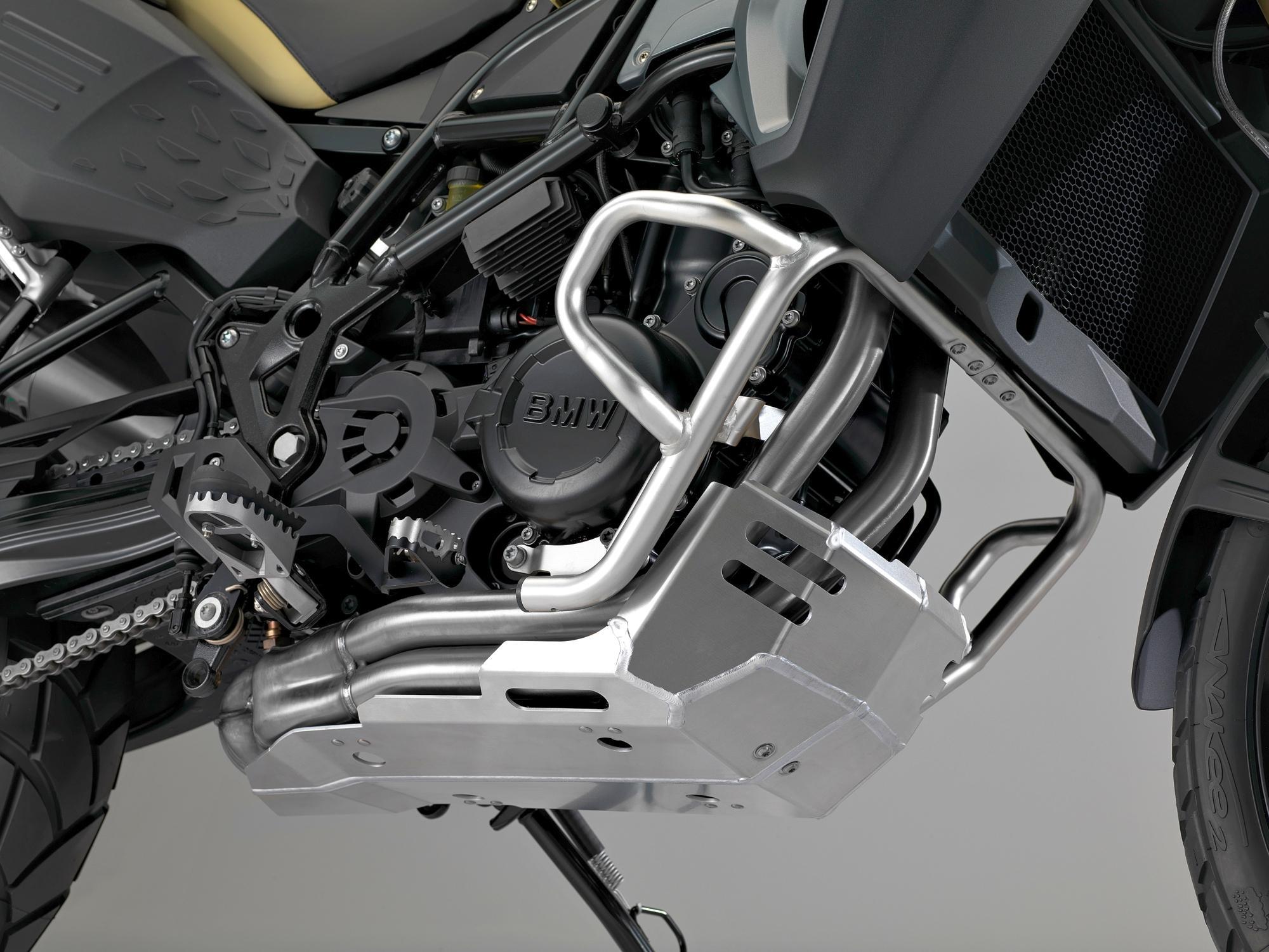 http://www.motorrad-bilder.at/slideshows/291/009408/18.jpg