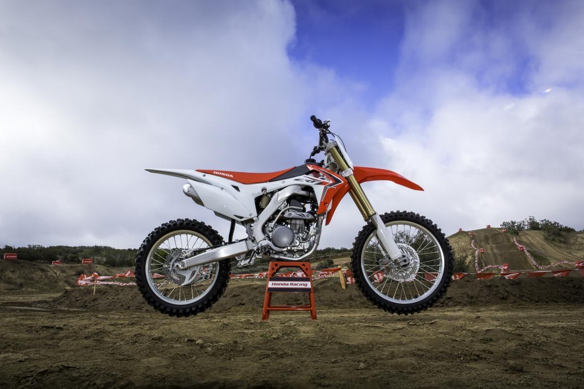 http://www.motorrad-bilder.at/slideshows/291/009494/26.jpg