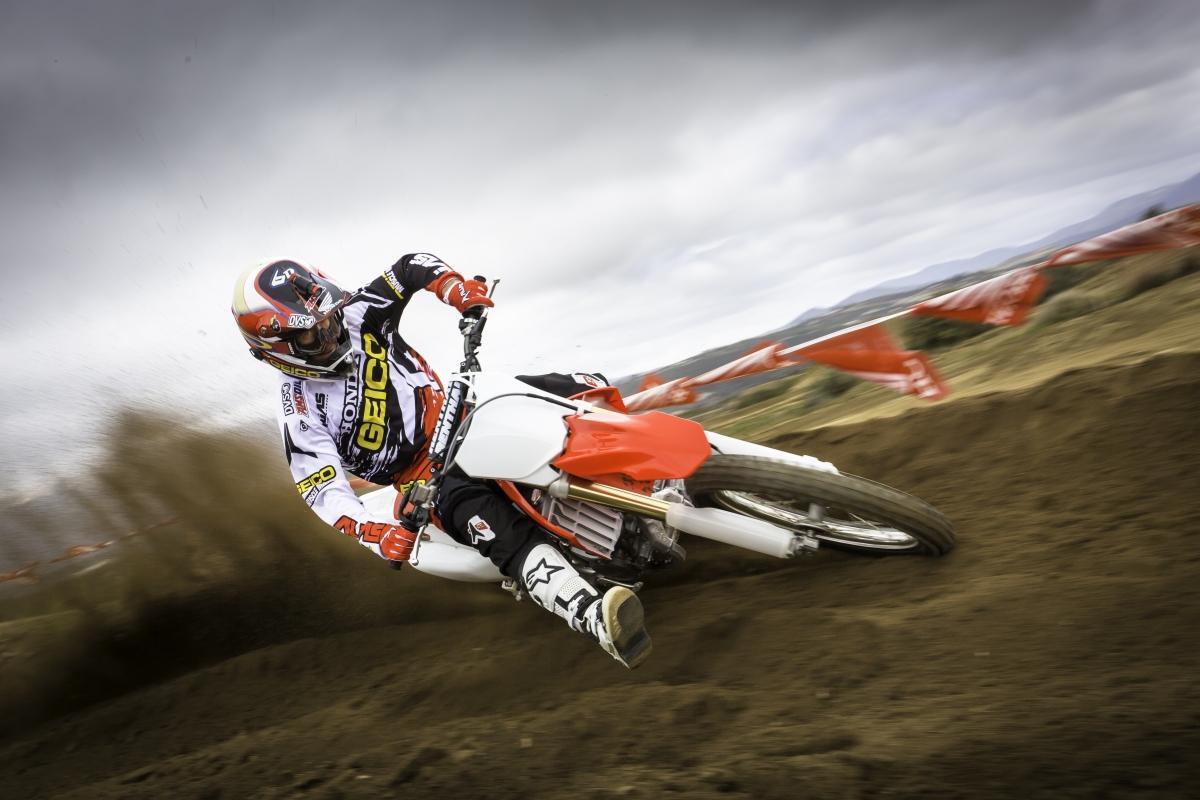 http://www.motorrad-bilder.at/slideshows/291/009494/31.jpg