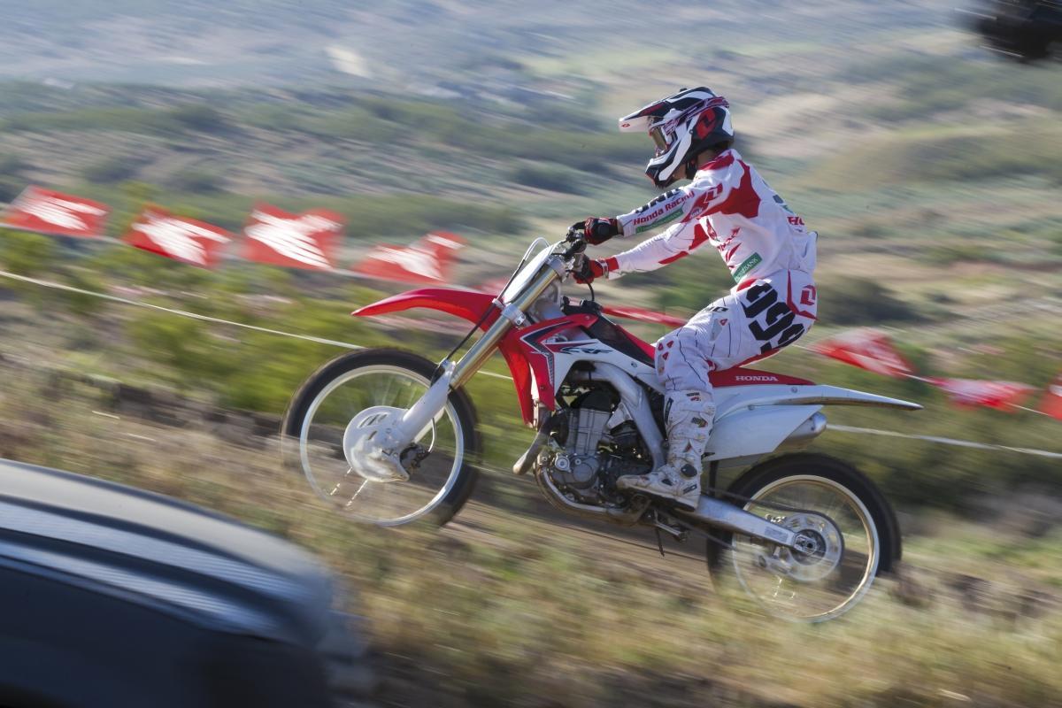http://www.motorrad-bilder.at/slideshows/291/009496/4.jpg