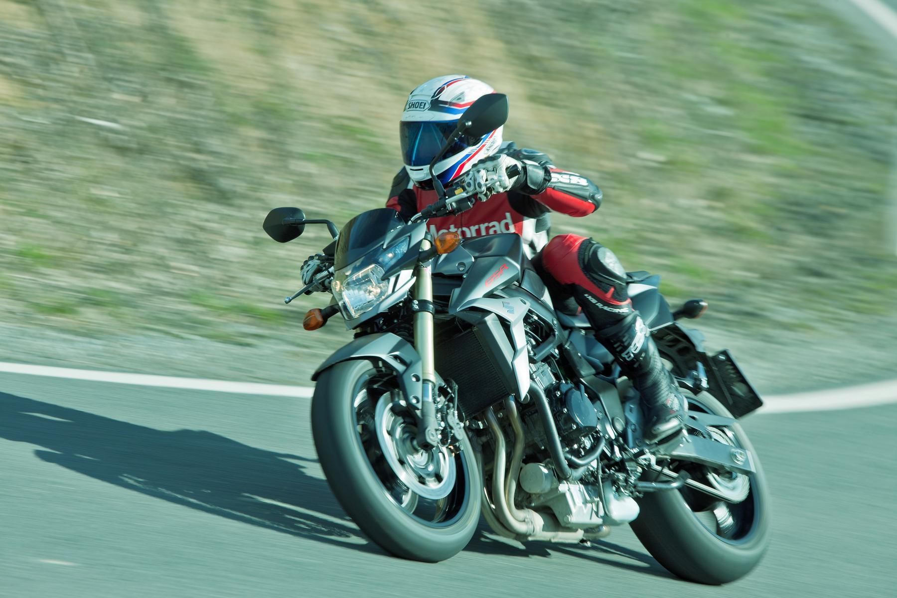 http://www.motorrad-bilder.at/slideshows/291/009681/brutale800-gsr750-2013-17.jpg