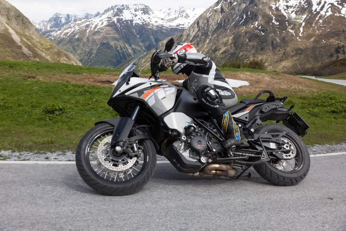 http://www.motorrad-bilder.at/slideshows/291/009685/ktm-adventure-ischgl-2013-1.jpg
