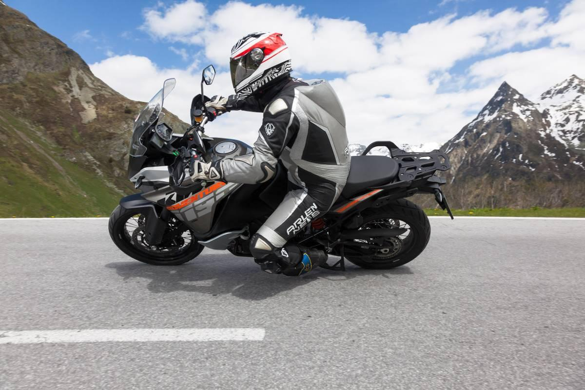 http://www.motorrad-bilder.at/slideshows/291/009685/ktm-adventure-ischgl-2013-7.jpg