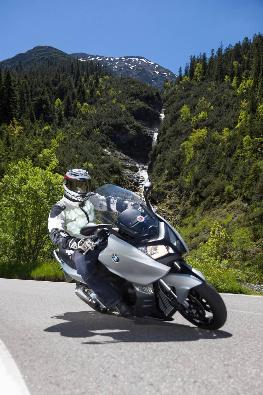 http://www.motorrad-bilder.at/slideshows/291/009686/bmw-c600sport-ischgl-2013-19.jpg