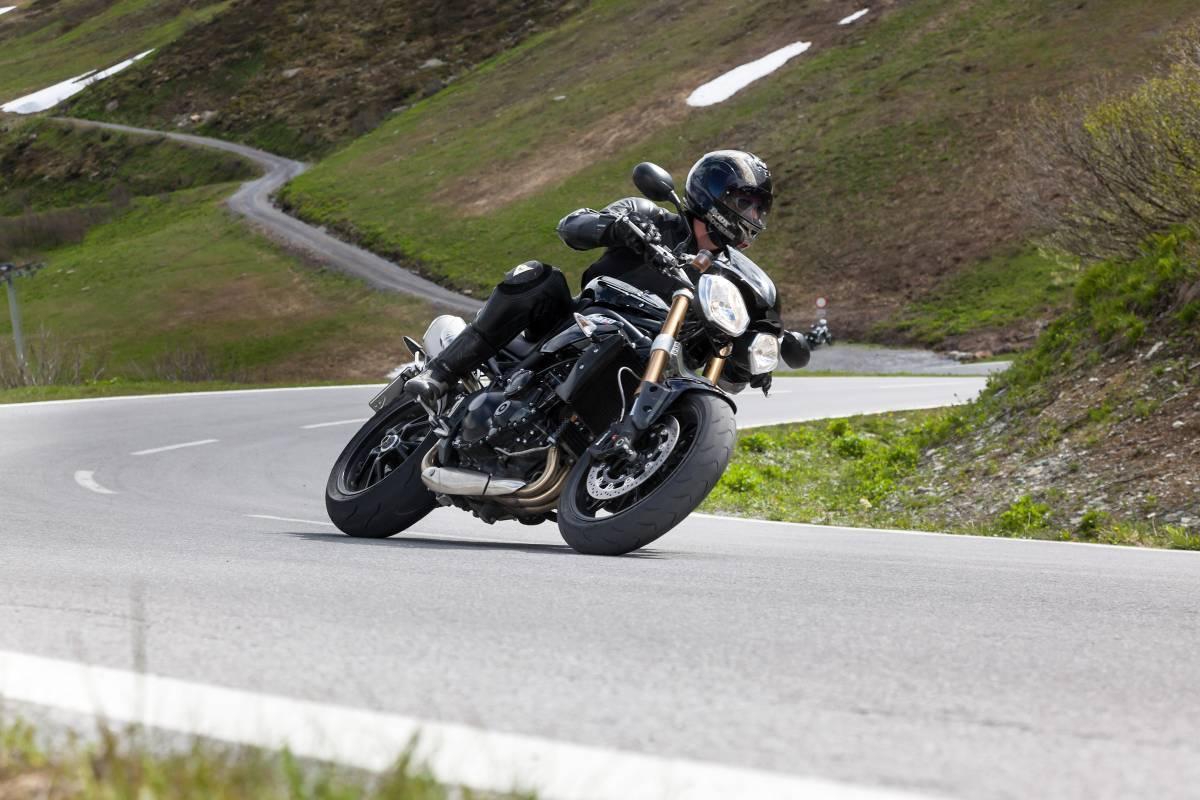 http://www.motorrad-bilder.at/slideshows/291/009689/triumph-speed-triple-ischgl-2013-5.jpg