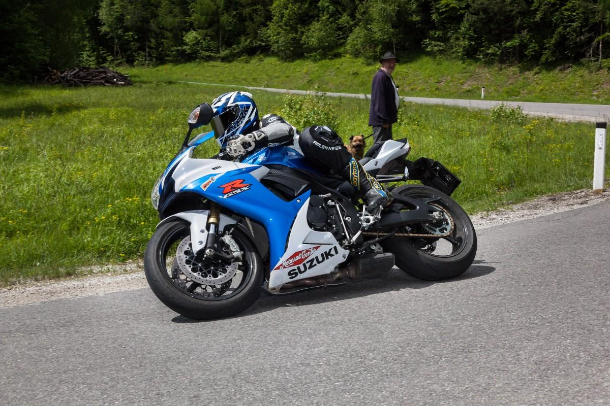 Kawasaki 636 vs. Suzuki GSXR 750 vs. Triumph Daytona R26