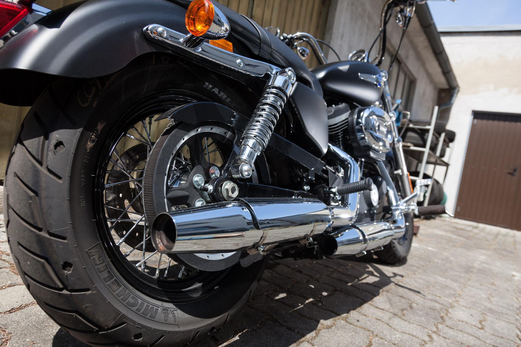 http://www.motorrad-bilder.at/slideshows/291/009840/harley_davidson_sportster_custom_limeted_2013-9.jpg