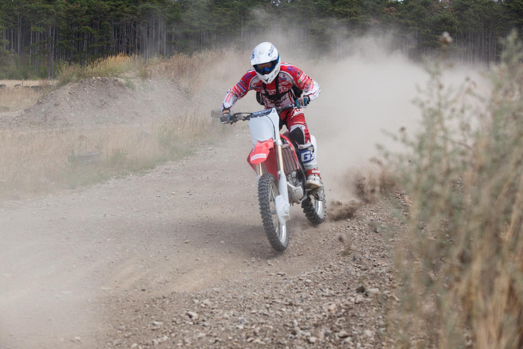 http://www.motorrad-bilder.at/slideshows/291/009959/honda_CRF205R_2013-50.jpg