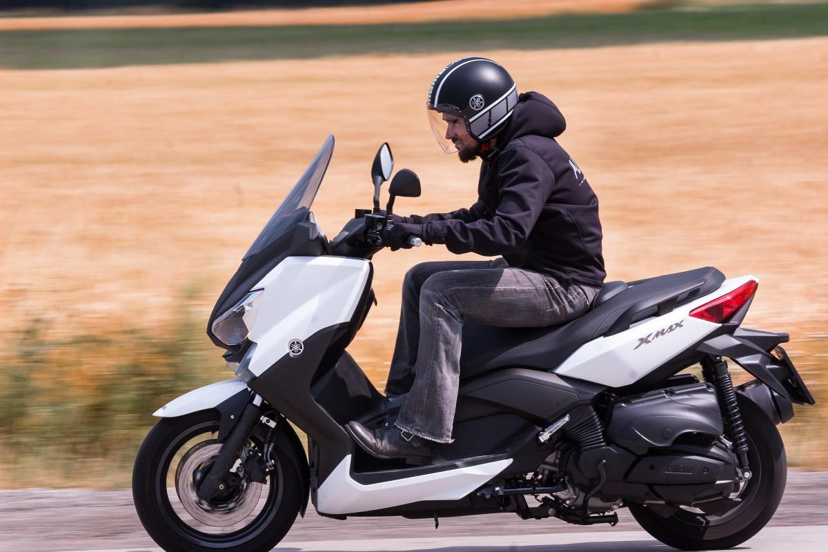 http://www.motorrad-bilder.at/slideshows/291/009996/yamaha_x_max_400_19.jpg