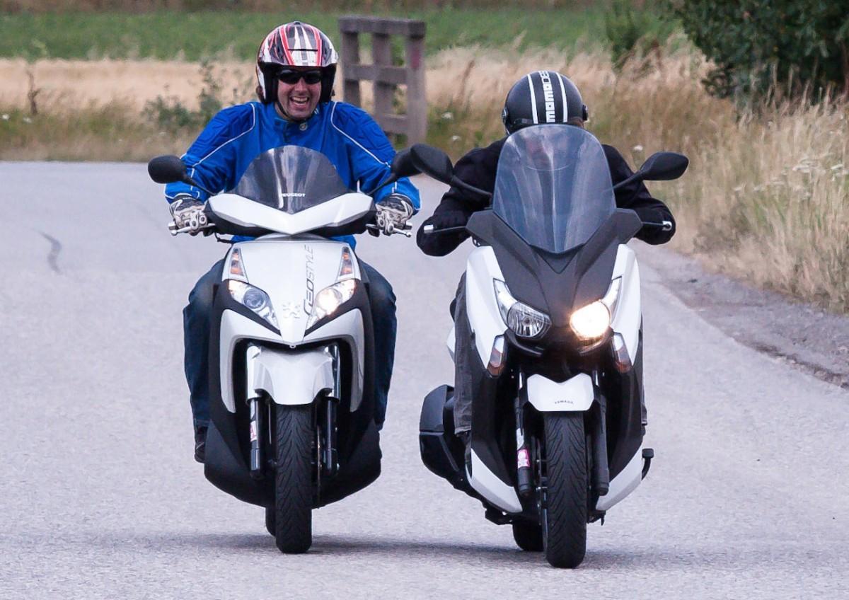 http://www.motorrad-bilder.at/slideshows/291/009996/yamaha_x_max_400_21.jpg