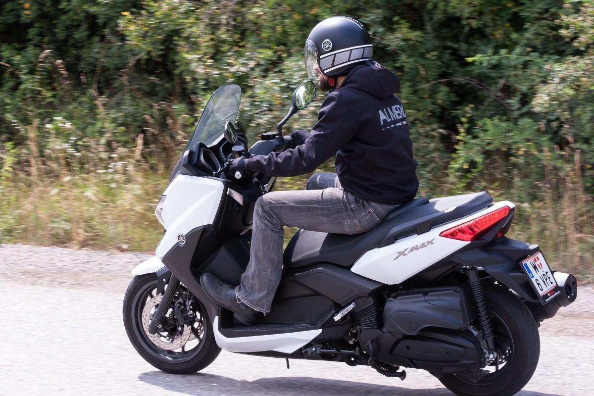 http://www.motorrad-bilder.at/slideshows/291/009996/yamaha_x_max_400_25.jpg