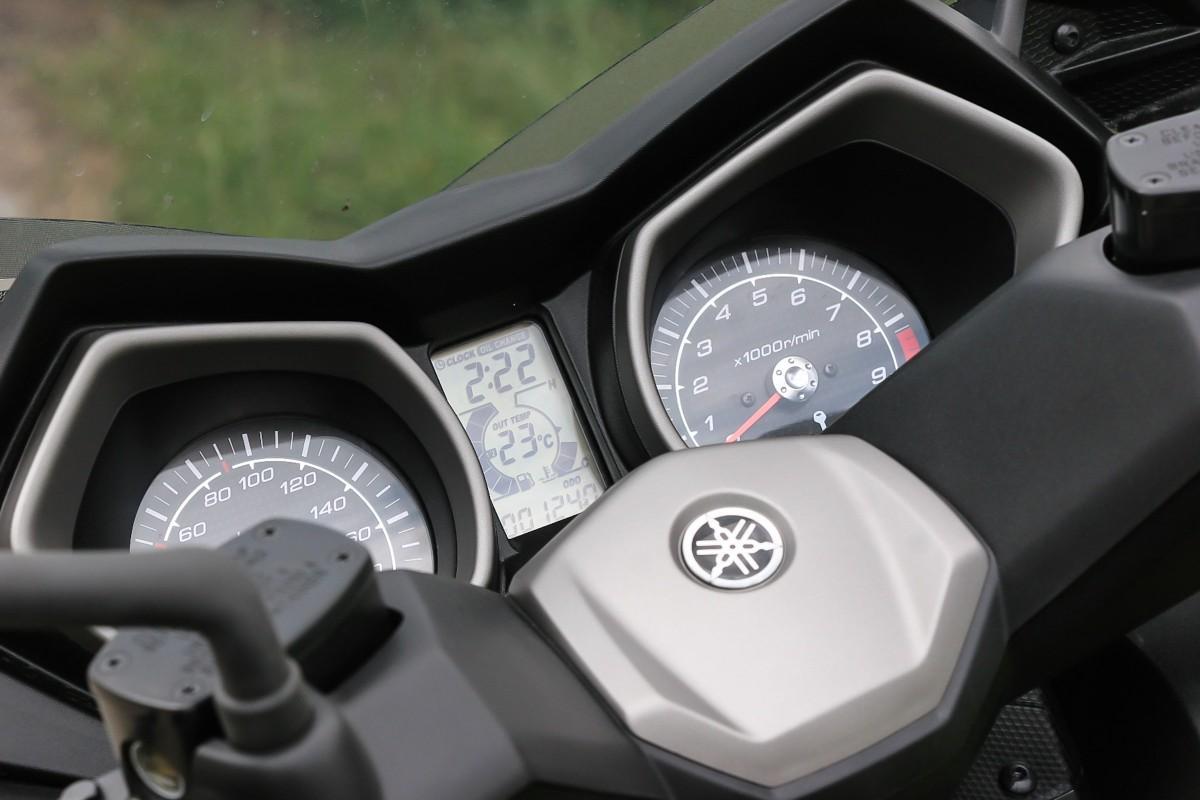 http://www.motorrad-bilder.at/slideshows/291/009996/yamaha_x_max_400_4.jpg
