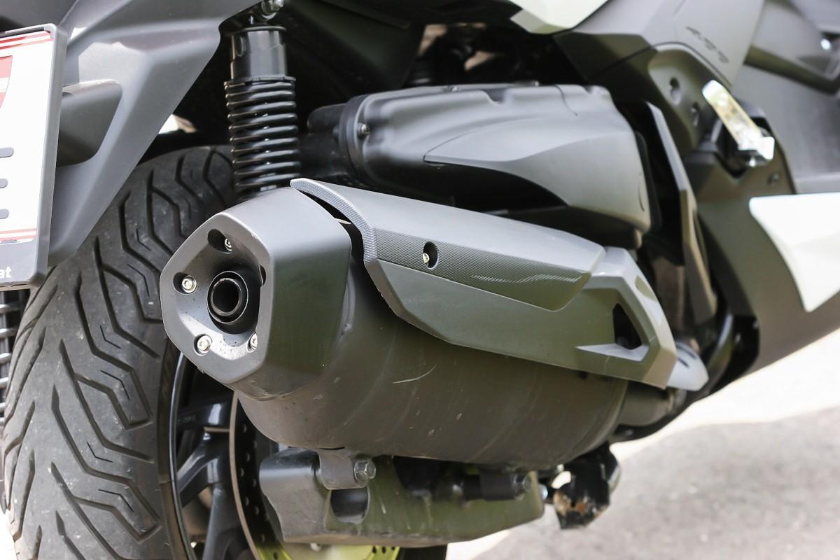 http://www.motorrad-bilder.at/slideshows/291/009996/yamaha_x_max_400_6.jpg