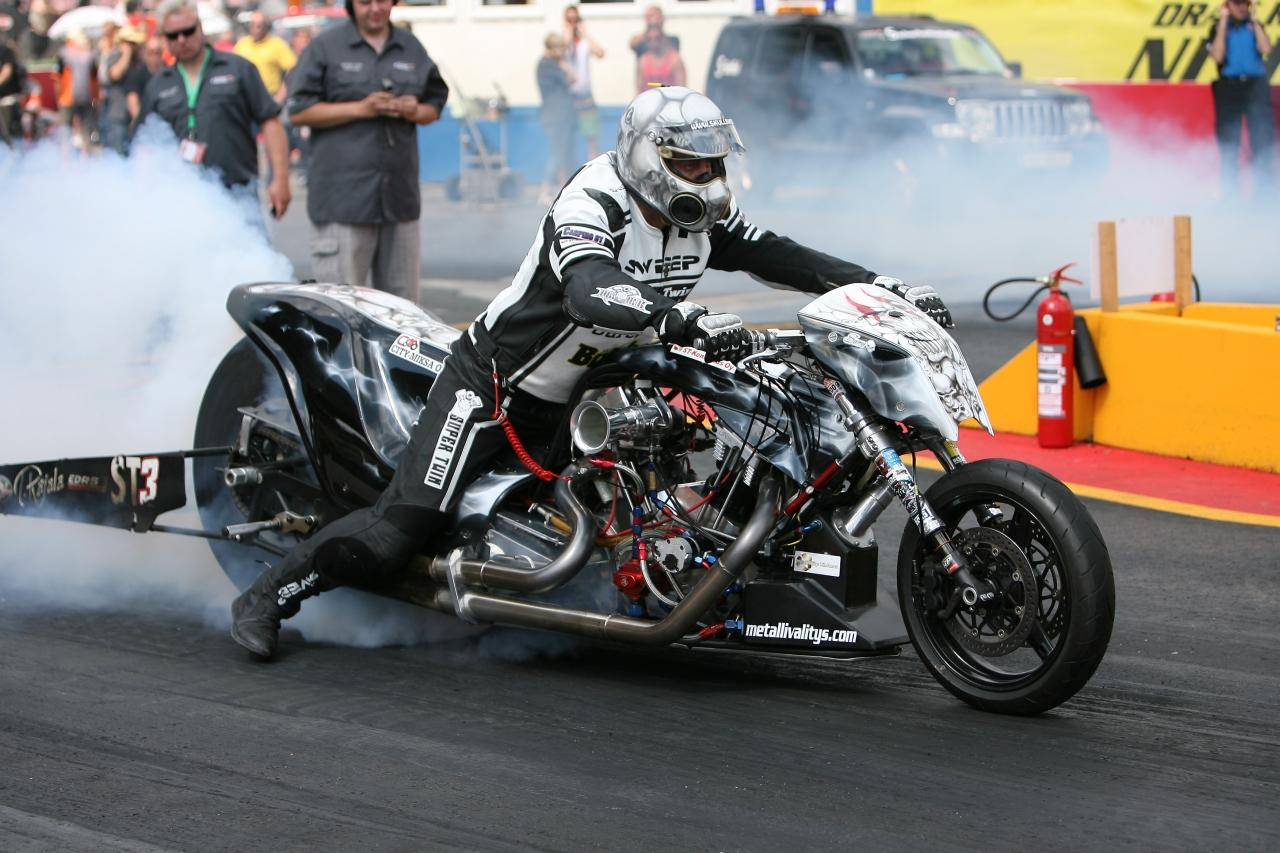 http://www.motorrad-bilder.at/slideshows/291/009998/top-fuel-2013-drag-bikes-004.jpg