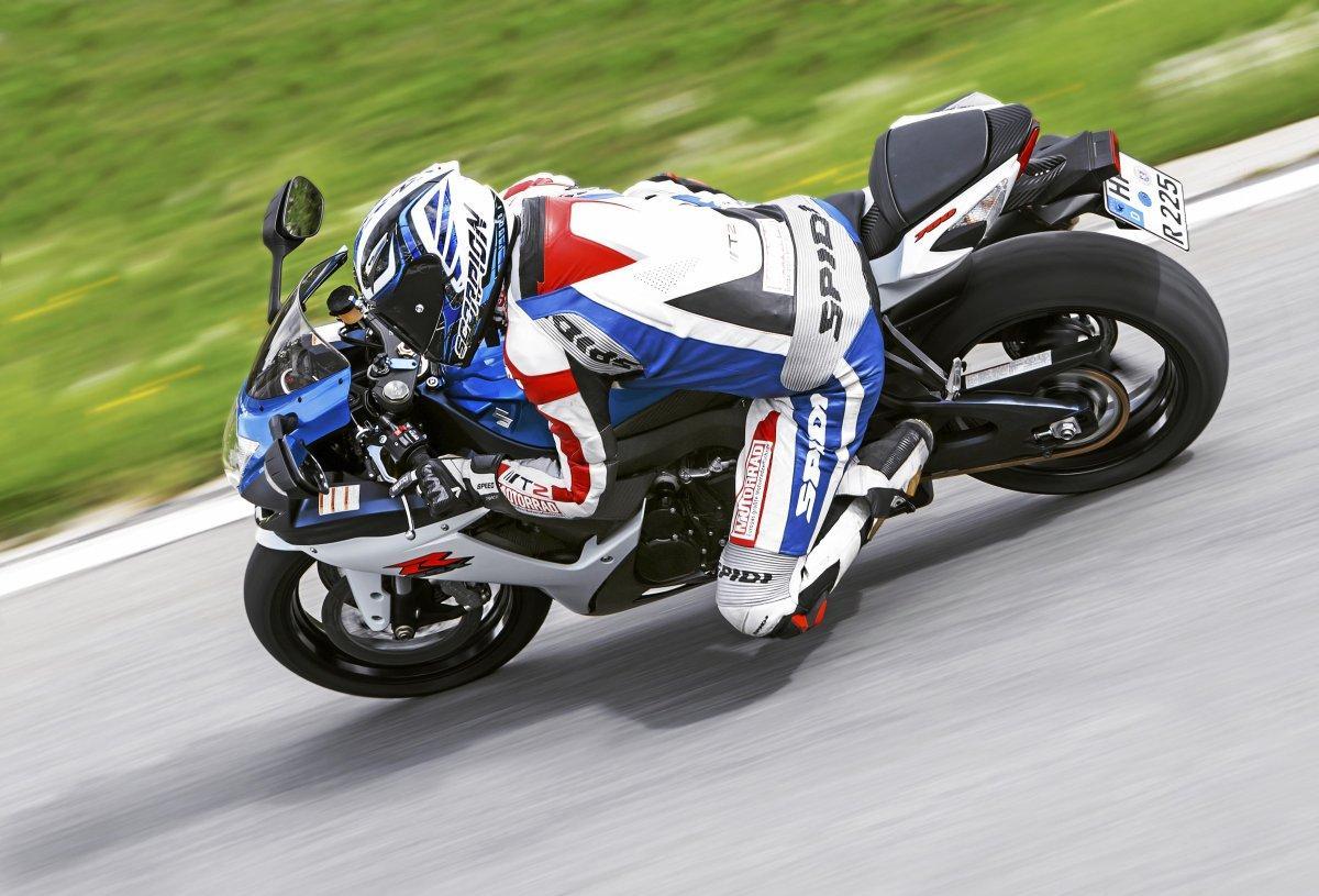 http://www.motorrad-bilder.at/slideshows/291/010023/VergleichMVAgustaF3800_SuzukiGSX-R750-3.jpg
