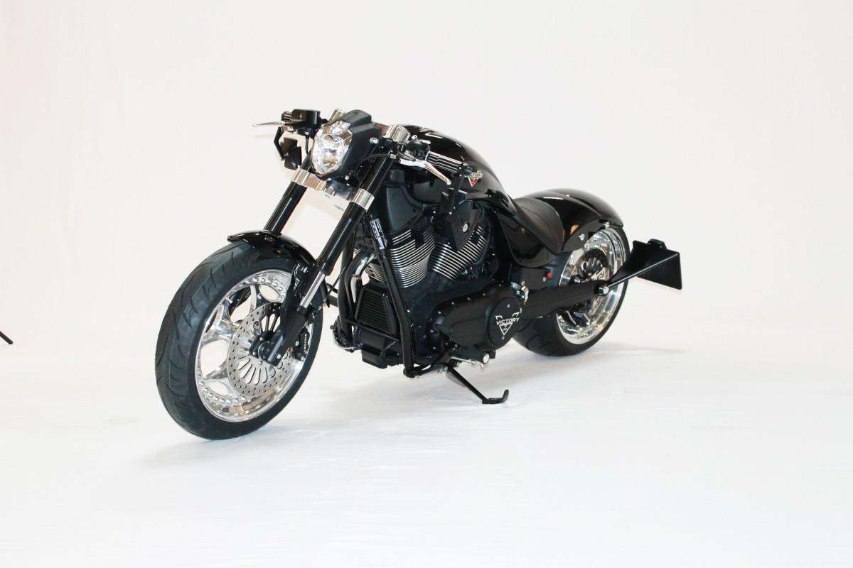 http://www.motorrad-bilder.at/slideshows/291/010039/victory_hammer_8-ball_black_smc2.jpg