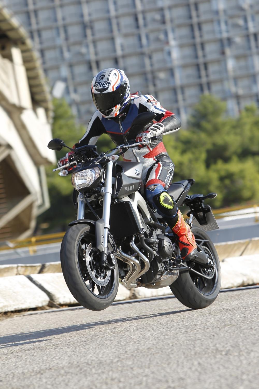 http://www.motorrad-bilder.at/slideshows/291/010057/yamaha-mt-09-action-13.jpg