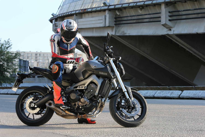 http://www.motorrad-bilder.at/slideshows/291/010057/yamaha-mt-09-action-34.jpg