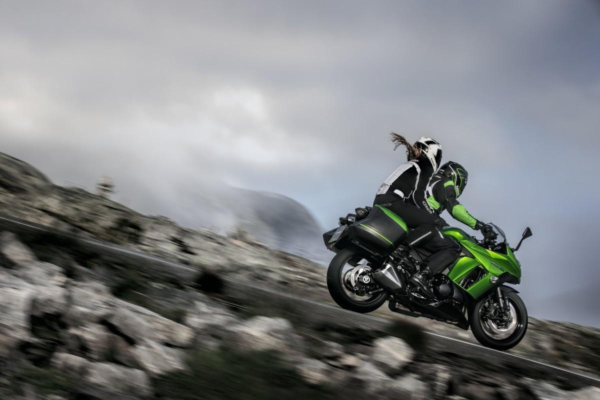 http://www.motorrad-bilder.at/slideshows/291/010091/Kawasaki_z1000_sx.2.jpg